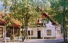 Na razglednici, stari preko 30 let, je videti Pograjski dom precej drugače; z drevjem na sprednjem dvorišču, brez planinske table in okrasne skale pred vhodom, z leseno ograjo balkona in seveda brez prizidka na zadnji strani.