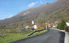 Preplastitev odseka ceste v vasi Kred.
