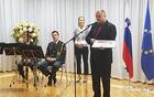Župan Občine Kobarid Robert Kavčič se je ob prejemu priznanja zahvalil svojim sodelavcem, novemu občinskemu štabu civilne zaščite ter pristojnim na ministrstvu, s katerimi so skupaj uspešno poprijeli za delo, ugotavljali pomanjkljivosti in iskali rešitve. Foto: Nataša Hvala Ivančič