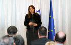Razstavo 100 je odprla ministrica za obrambo Andreja Katič.