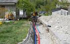 V aprilu so se začela prva vzdrževalna dela v Podbeli, kjer pa se poleg rekonstrukcije vodovoda ureja tudi kanalizacija. Foto: Marijan Čebokli