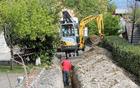 V aprilu so se začela prva vzdrževalna dela v vasi Sedlo, kjer poteka rekonstrukcija dela vodovoda. Foto: Marijan Čebokli