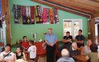 Povabilu na zaključni dogodek se je odzval tudi župan Občine Kobarid Robert Kavčič, ki je v sklopu uradnega dela pozdravil vse navzoče in čestital tako nogometašem kot trenerjem in vodstvu kluba za uspešno sezono. Foto: Nataša Hvala Ivančič