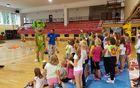 Športne aktivnosti so se nadaljevale v telovadnici Kobarid, kjer je potekala igriva košarka. Foto: Nataša Hvala Ivančič