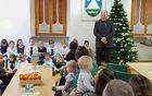 Otroke in starše je sprejel, pozdravil in nagovoril kobariški župan. Foto: Nataša Hvala Ivančič
