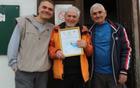 Prejemnik listine o častnem članstvu skupaj s predsednikom Rašo in Miodragom Tomovićem