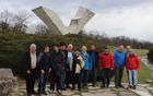 Pred spomenikom žrtvam 2. svetovne vojne