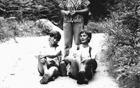 Miran Medvešek – Medo in Rudi Bregar jeseni 1987, ko so določali pot za prvi pohod skozi Primskovo