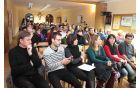 *Udeleženci so prisluhnili podajanju teme o religiji.