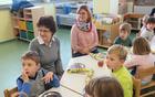 Otroci so bili veseli obiska staršev in starih staršev.