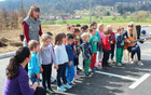 Otroci Vrtca Mavrica Vojnik, enote Nova Cerkev med nastopom