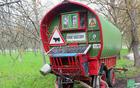 Med opremo voza je tudi sončni zbiralnik.