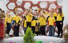 Učenci POŠ Šmartno v Rožni dolini ob otvoritvi učnega čebelnjaka (foto: Boštjan Kozamurnik)