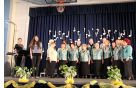 Mešani pevski zbor Društva upokojencev Vojnik in zborovodja Katja Klinc