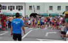 Ob 16. uri so se na kobariške ulice podali najmlajši tekači in mladinci (119 tekmovalcev), ki so se pomerili na 300, 600, 1000 in 2000 m. Foto: Nataša Hvala Ivančič