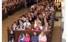 skupinska slika pred župnijsko cerkvijo v Šmartnem