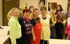 Diana Korelc, Ina Malus, Irena Gayatri Horvat in Binca Lomšek z razigranimi  učenci