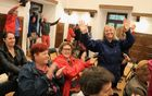 Navdušenje udeležencev na prireditvi folklornih plesov