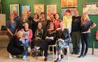 Člani Likovnega društva Mengeš z mentorjem Lojzetom Kalinškom in glasbenimi gosti Anastazijo in Miranom Juvanom