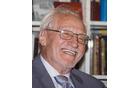 Pesnik Tone Pavček se je rodil v Šentjuriju na Dolenjskem pri Mirni Peči