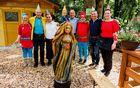 Odkritje lesene skulpture Dobra vila Valentina, delo kiparke Helene Rismondo
