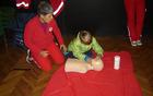 Tudi najmlajši lahko pomagajo in rešijo življenje, če jim pokažemo, kako