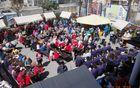 Tržni prostor, kjer je potekla drug Kuh'na v Mengšu, mengeške melodije okusov in glasbe je bil poln od 10.00 pa vse do 18.00
