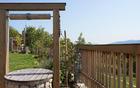 Potem: bivalni plato z elementi kamna, lesa in vode