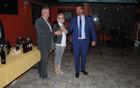 Damjan in Špela Štokelj nazdravljata z županom