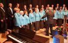 Tudi Mešani pevski zbor DU Komenda je zablestel z lepim petjem.