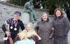 Najstarejša Borovničanka Ana Brancelj s hčerko Ivanko in vnukinjama, Metko in Mojco - državno prvakinjo v streljanju z zračno puško.