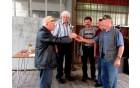Najstarejši strelec predaja pokal za 3. mesto ekpi DU Dobrna.