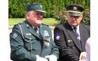 Predsednik Veteranov Darko Ulaga - levo in policije Sever - desno