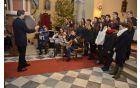 "...Mladinski pevski zbor ""KRAS""... (foto: Nik Pangos, študent VSŠ Sežana)"