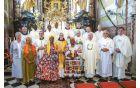 Misijonar p. Hugo z gosti v cerkvi sv. Lenarta v Novi Cerkvi