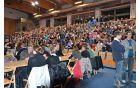 Športna dvorana OŠ Polhov Gradec je prvič gostila koncert in napolnila se je do zadnjega.
