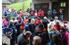 Okrog 150 pohodnikov je prisluhnilo hišnemu ansamblu, nekateri so na domače viže zapeli, drugi pa zaplesali.