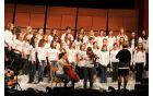 Mešani pevski zbor na koncertu Dve šoli. Foto: OŠ Deskle