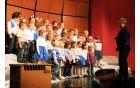 Pevski zbor otrok iz vrtca na koncertu Dve šoli. Foto: OŠ Deskle