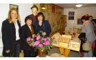 Nevenka Flajs, predsednica AKŽ Tržišče, Alenka Knez in Milena Knez, predsednica TD Tržišče (z leve proti desni), ob odprtju razstave (foto: Stane Markovič)