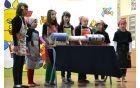 Četrtošolci so prikazali, kako so se otroci igrali nekoč.