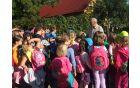 Otroci so poslušali čebelarja Rajšpa