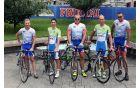 Koren in Polanc s predstavniki Športnega društva Fructal, predsednik Kodelja je skrajno desno