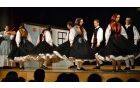Rezijanske plese spremlja violina, ki daje plesalcem ritem za enotne korake, obrate in vriske.