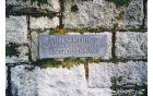 Nacistično taborišče Flossenburg: Kamnita plošča na vhodu.  Foto: arhiv Silve Matevžič