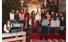 *Otroški cerkevni pevski zbor z Jano Deželak ob spremljavi Urške Oprčkal