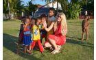 Z otroci na Filipinih.