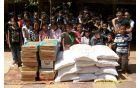 Obdaritev otrok v Kambodži s pomočjo denarja, zbranega v Kanalu. Foto: arhiv Maje Gerbec