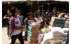 Obdaritev otrok v Kambodži s pomočjo denarja, zbranega v Kanalu. Foto: osebni arhiv Maje Gerbec