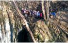 Nad Miškotovo jamo se boči kamnit naravni most